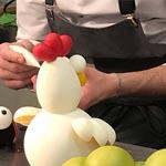 Finalizando una de sus clásicas gallinas en Hangar78