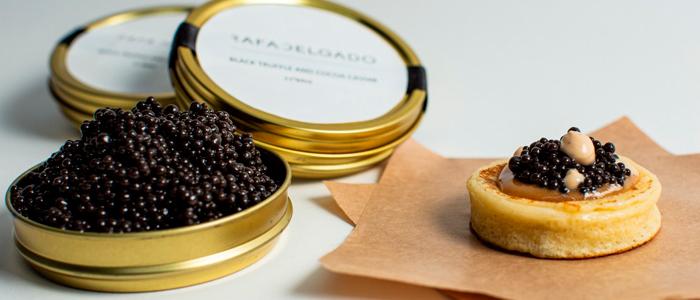 Blini de caramelo y caviar trufa de Rafa Delgado