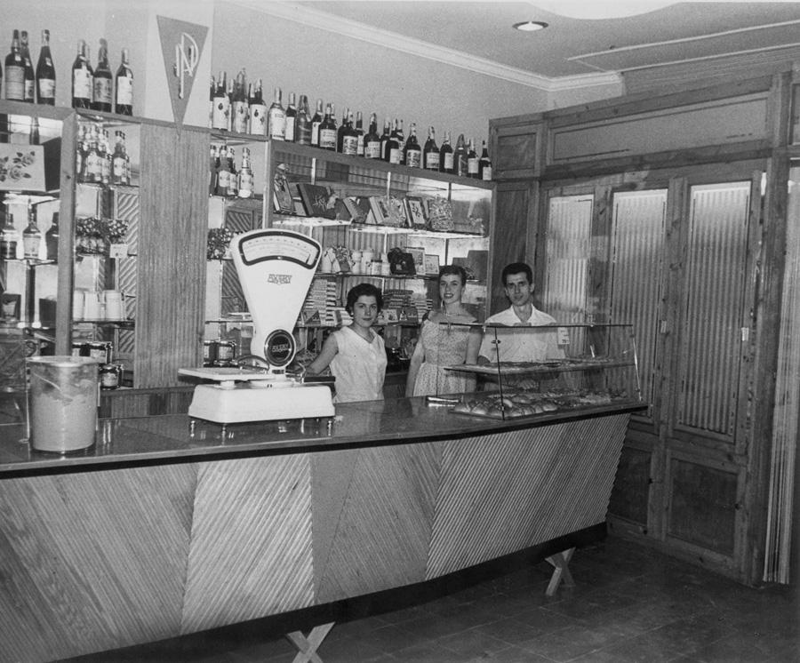 Fotografía de la pastelería en sus inicios