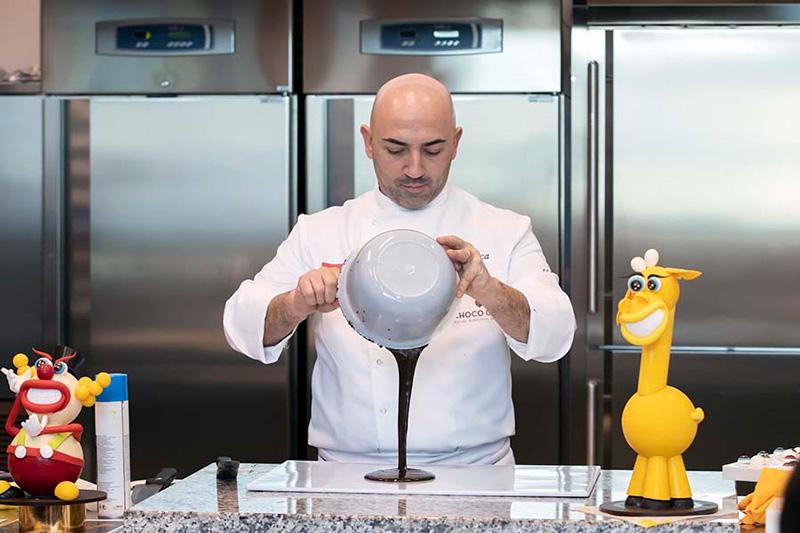 Gianluca Aresu elaborando un huevo