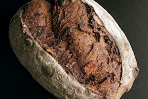 Pan de caco, chocolate, nueces y naranja confitada