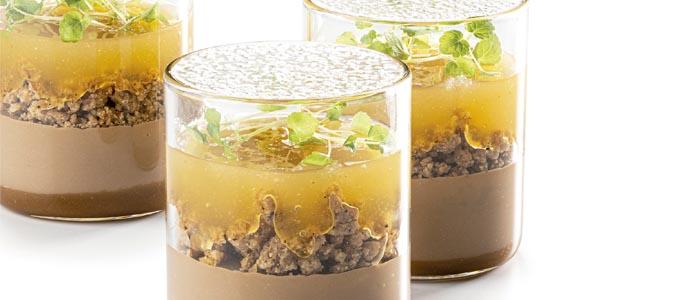 Postre en vaso de sudachi y chocolate con leche de Albert Daví