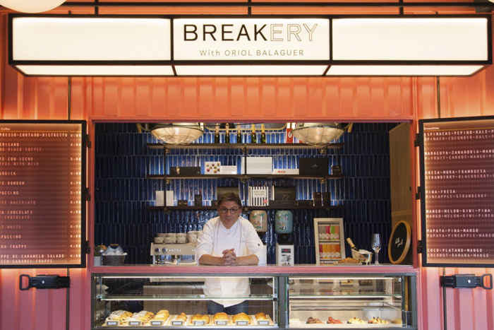 Oriol balaguer en su establecimiento Breakery