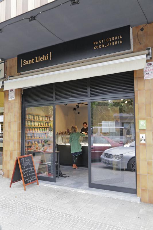 Exterior de la pastelería Sant Llehí