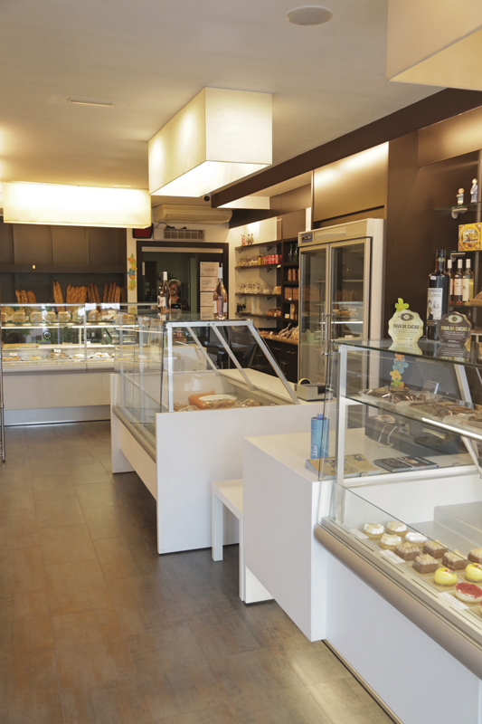 Interior de la pastelería Sant Llehí