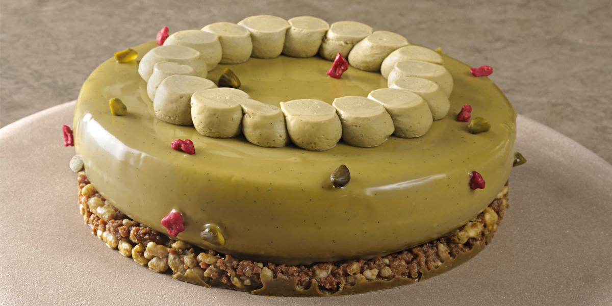 Entremet de chocolate blanco, pistacho y albaricoque de Toni Rodriguez