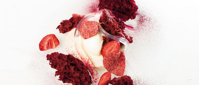 Postre de fresa, remolacha, yogur y rosa de Darren Purchese