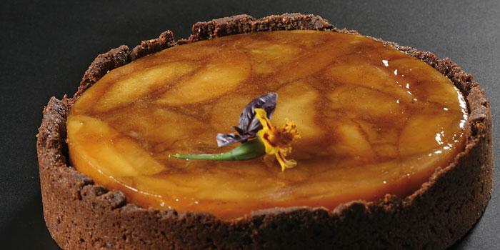 Tatin de manzana, Calvados, crema montada y crumble de almendra