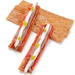 Cracker de pimiento rojo, queso y anchoa de Paco Roig