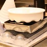 Estos son algunos de los moldes y utensilios reciclados por Marc Mir para confeccionar sus piezas
