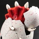Un triceratop en rojo a punto de salir