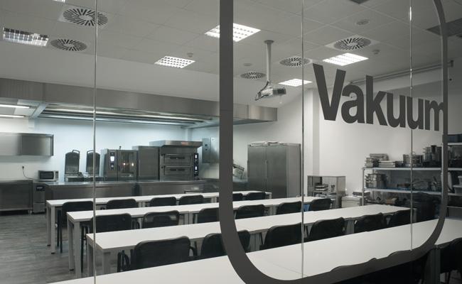 Vakuum by Martin Lippo