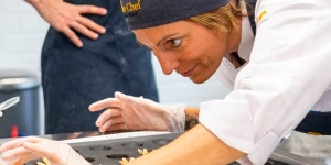 Imagen de Pascua, piezas artísticas y pan en el calendario de Bee Chef Pastry School
