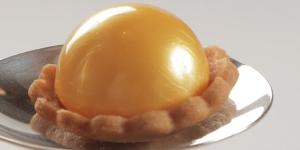 Imagen de Petit four sablé con esfera de naranja y bergamota de Eddi Arteaga