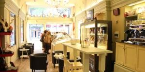 Imagen de Juan Ángel Rodrigálvarez reforma su pastelería en Logroño