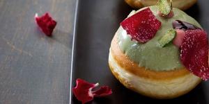 Imagen de Sufganiyot de pistacho de Eran Shvartzbard, el donut israelí