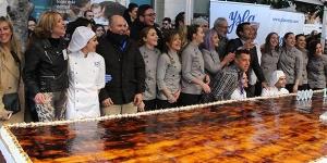 Imagen de Casa Ysla elabora la tarta de piononos más grande del mundo