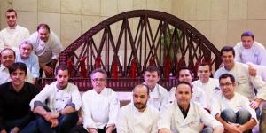Imagen de Pasteleros en Acción presentan el puente de hierro de Murcia en chocolate