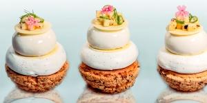 Imagen de Individual de pera y almendra sobre base de pasta choux de Pepe Rodríguez Isla
