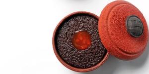 Imagen de Pastel individual 'Le Creuset' de chocolate, pimiento rojo y frambuesa de Albert Roca