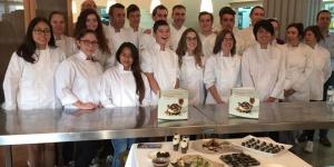Imagen de Estudiantes y restauradores de Tortosa descubren el potencial de la algarroba