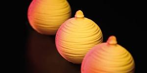 Imagen de Bola de Navidad con mango-lima, pasión y avellana de Josep Maria Rodríguez