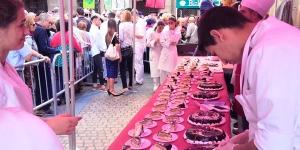 Imagen de La tarta Begoña endulza un año más Bilbao