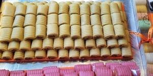 Imagen de Los pasteleros vizcaínos preparan ocho toneladas de buñuelos y huesos de Santo
