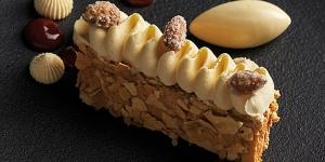 Imagen de Hojarasca de manjar, ganache de chocolate blanco y frambuesa de Gustavo Sáez