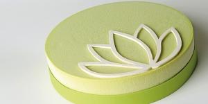 Imagen de Tarta semifría Zazen de té Matcha, crema de yuzu y miel de Lluïsa Estrada