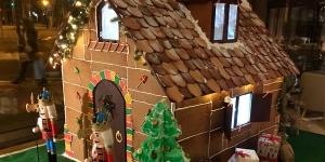 Imagen de La casa de Hansel y Gretel, comestible y en versión macro, en el nuevo hotel Almanac