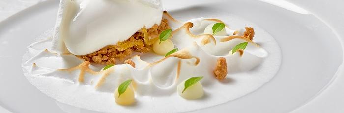 """Grandes clásicos como la """"tarte au citron"""" en formato de postre gastronómico. Pablo Queijo"""